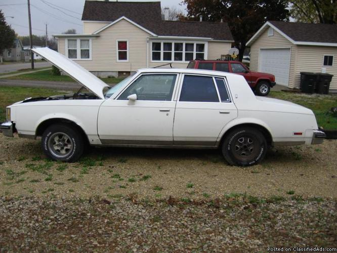 1980_cutlass_oldsmobile_4_door_car_1800_