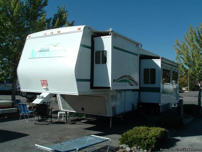 AutoMate 5th wheel Toy Hauler - Price: $29500 in Hollister, California