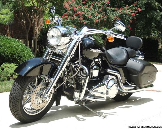 2007 Harley Davidson Road King Custom Touring FLHRS