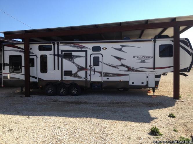 2012 Keystone Fuzion 395 5th wheel Toyhauler