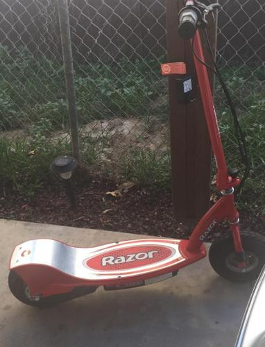 Authentic RAZOR Electric Rechargeable Scooter Still Like NEW