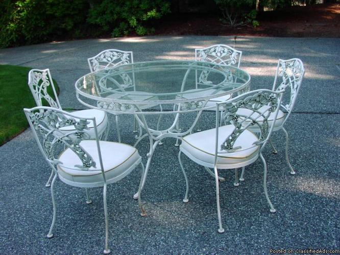 Beautiful vintage wrought iron patio table and chairs Price 600 in Seattle