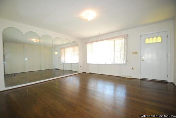 Fantastic Single Family Home ~ HUGE Rec Room