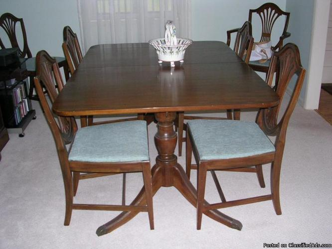 Antique dining room tables home interior karen for Antique dining room sets