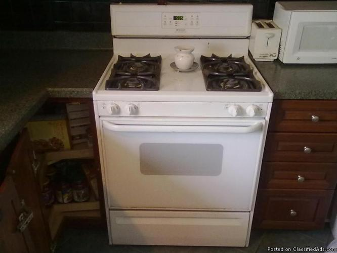 Frigidaire Stove with Self-Cleaning Oven - Price: $175.00