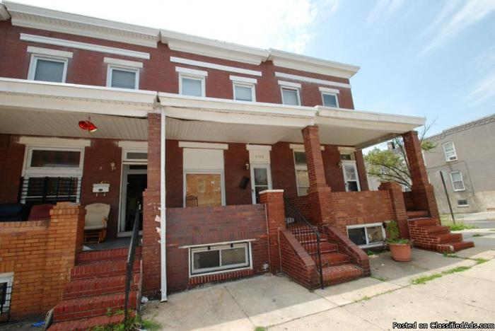 ~Lovely Brick Front Townhome in Baltimore!~