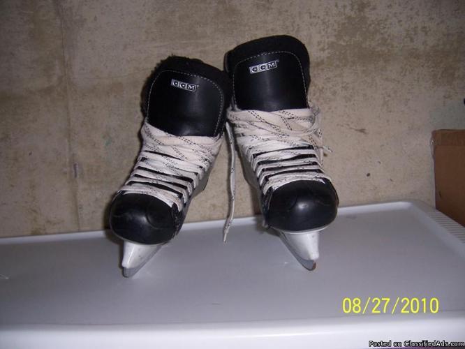 SIZE 6 CCM Junior Ice Hockey Skates - Price: $50.00